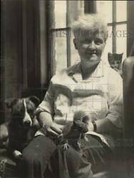 Press Photo Alice Morgan Wright With Her Pets, Cat, Dog And Squirrel.