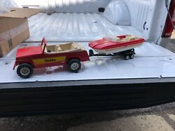 Vintage Red Tonka Jeepster Pressed Metal Toy W/ Trailer And Plastic Boat 1970's.