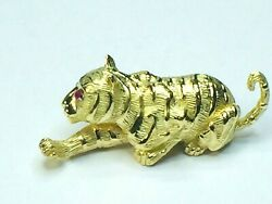6,275 18kyg 3d Crouching Tiger Ruby Eyes With Strips Brooch 2 1/8 25.0g