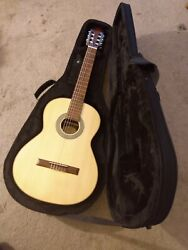 Lc 150s. Complete Bundle. Classical Guitar. Complete W/hardshell Case, And Books