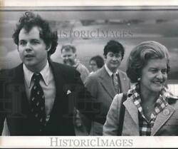 1976 Press Photo Mrs. Gerald Ford At The Airport In Milwaukee, Wisconsin
