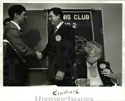 1987 Press Photo Mae Rowe awarded at Cleveland Intl. Liwanis first member
