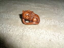 Antique Japanese Netsuke Hand Carved Box Wood Fine Details Sitting Cat Yarn Tang