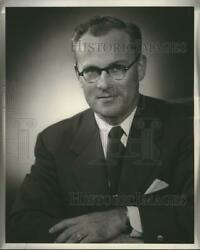 1960 Press Photo Ralph E. Lewis, Area Manager For Pure Oil Company, Milwaukee
