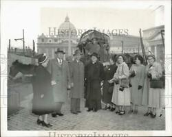 1950 Press Photo St. Cloud, Mn Residents At St. Peter's Basilica In Rome