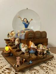 Disney Snow White And The Seven Dwarfs Musical Snow Globe. Excellent Condition