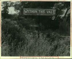 1989 Press Photo Burma Shave Within This Vale Sign On Becker Road In Spafford