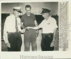 1960 Press Photo David Robbins Shows Police Officers Found Money From Sewers