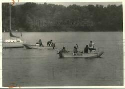 1987 Press Photo Rescue Workers In Boats At Robert J. Goebel Accident Site
