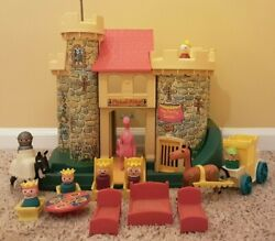 Classic Complete Play Family Castle 993 Vintage Fisher Price Little People