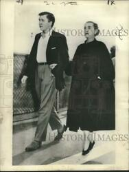 1954 Press Photo Barbara Hutton Arriving At Los Angeles Met By Her Son Lance.