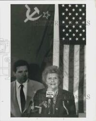 1989 Press Photo Betty Ford Discusses Soviet Conference At Westchester Airport