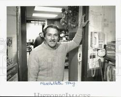 1991 Press Photo Tony Marchelletta At His Gas Station In New Canaan Connecticut