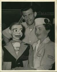 Press Photo Paul Winchell And Jerry Mahoney With Eastern Airlines Stewardess