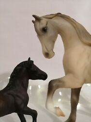 Breyer Traditional scale setProud Mare and Newborn Foal very good condition