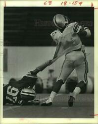 1981 Press Photo Ward Broom Snags Qb Jericho Toilolo During Rice Intrasquad Play