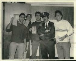 1987 Press Photo Syracuse University Football Fans Pose With Police Officer