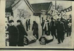 1967 Press Photo Chinese Protesters Drag Brezhnev And Kosygin Caskets Peking