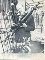 1971 Press Photo Norman Simon In His Cane Store Walking Canes Manhattan Nyc