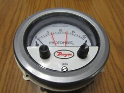 New Dwyer 3020mr Photohelic Pressure Switch N03s 0-20 Water With Knobs
