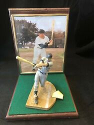 Hall of Famer Yankee Mickey Mantle Mcfarlane Monument for man Cave
