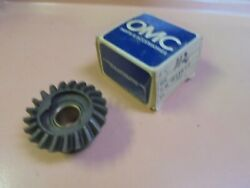 Vintage New Old Stock Omc Johnson Evinrude Forward Gear And Bushing Pn 381810