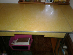 Hardtofind Retro 1950and039s Vintage Kitchen Table Formica/chrome W/leaf Pick Up Only