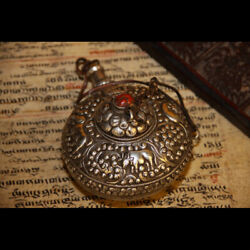 Wonderful 19th Century Old Antique Tibetan Noble Carved Pure Silver Snuff Bottle