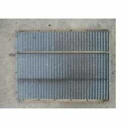Used Bottom Chaffer Sieve Compatible With Gleaner E E3 K A K2 71124931