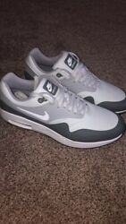 shoes nike for men size 10 $60.00