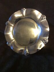 Wm Rogers 421 Silver Plate Serving Tray Round