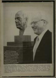 1972 Press Photo Avery Brundage Honored W/ Bronze Bust - Dfpd17803