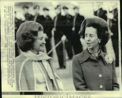 1975 Press Photo Mrs. Betty Ford And Queen Fabiola At Brussels Airport - Now01204