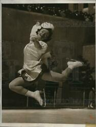 1941 Press Photo New York Audrey Peppe Practices Skating Madison Square Nyc