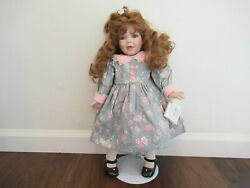 Darlene World Gallery Dolls And Collectibles Hs- 7067
