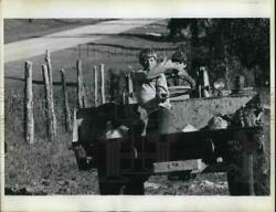 1975 Press Photo A Front End Loader Used To Sow A Field Near Lecanto In Florida