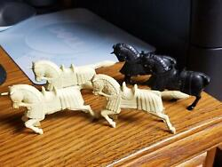 1950and039s Marx Robin Hood Playset 3 Cream And 2 Black Color Horses Lot Of 5