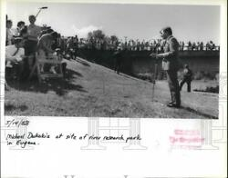 1988 Press Photo Michael Dukakis Presidential Candidate At Site Of Park