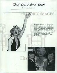1979 Press Photo Marilyn Monroe In Cheesecake Pose And With Service Women