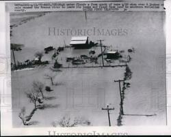 1957 Press Photo Waco Texas High Waters Flood A Farm South Of Here When Over 6