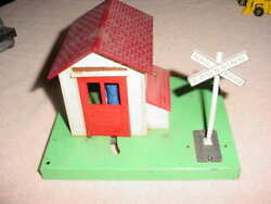 Vintage Lionel Metal Train Crossing Guard House Shed Train Station  0-027