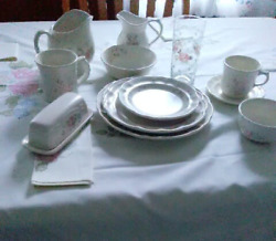 Pfaltzgraff Tea Rose Dishes Bakeware Extras Great Condition 150+ Lot