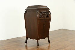 Sonora Oak Antique Phonograph Wind Up Record Player With Albums 36851