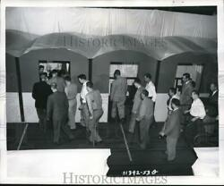 1953 Press Photo Passenger Conveyor Belt Test By Goodyear Tire And Rubber Co
