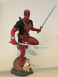 Deadpool 110 Marvel Stutue Comes With/in Box