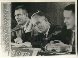 1965 Press Photo Dr. Harry Hess And Others At News Conference In Texas