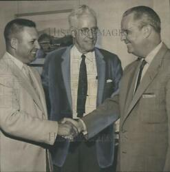 1958 Press Photo Board President T. R. Broom With Frazer Banks Theo Wright