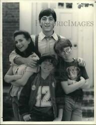 1984 Press Photo Actors Starring On The Tv Show Charles In Charge - Pip16278