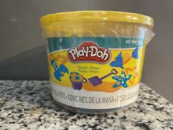 Play Doh Mini Beach Set. New In Packaging Bucket WIth 3 Colors. $8.99