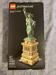 Lego Architecture Statue Of Liberty 21042 Building Kit 1685 Pieces New